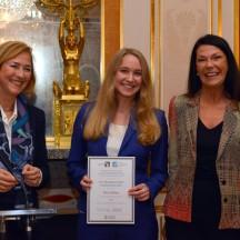 Foto F. Brunet/DFH -  (v.l.n.r): Prof. Dr. Patricia Oster-Stierle, Präsidentin der DFH, Alicia Boley und Fabienne Pierrard, Präsidentin des Club des Affaires Saar-Lorraine