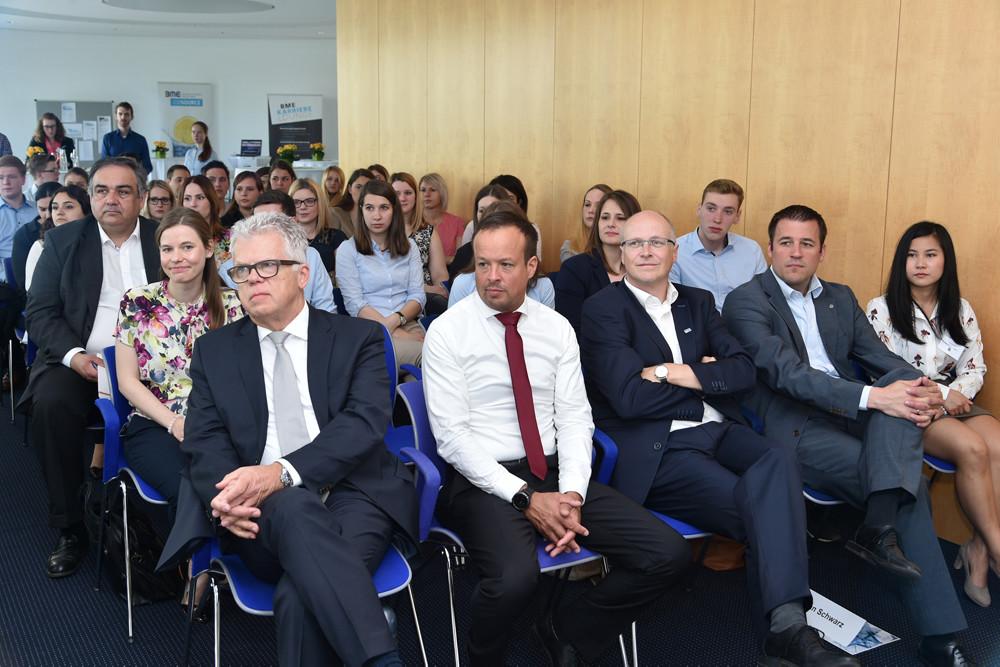 Die Referenten in der ersten Reihe v. l. n. r.: BME Hochschulgruppen Heilbronn und Saarbrücken Horst Wiedmann, Michael Hohlbein, Peter Hoese und Jan Schwarz